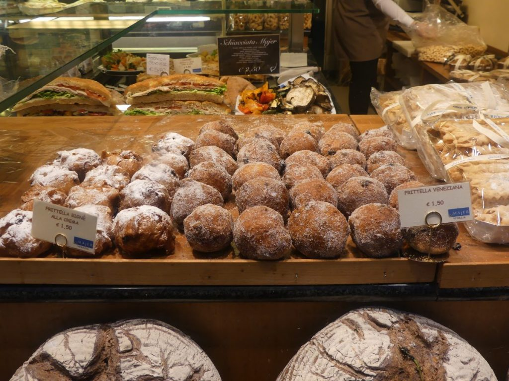 Foods to enjoy during carnival time in Venice, fritelle