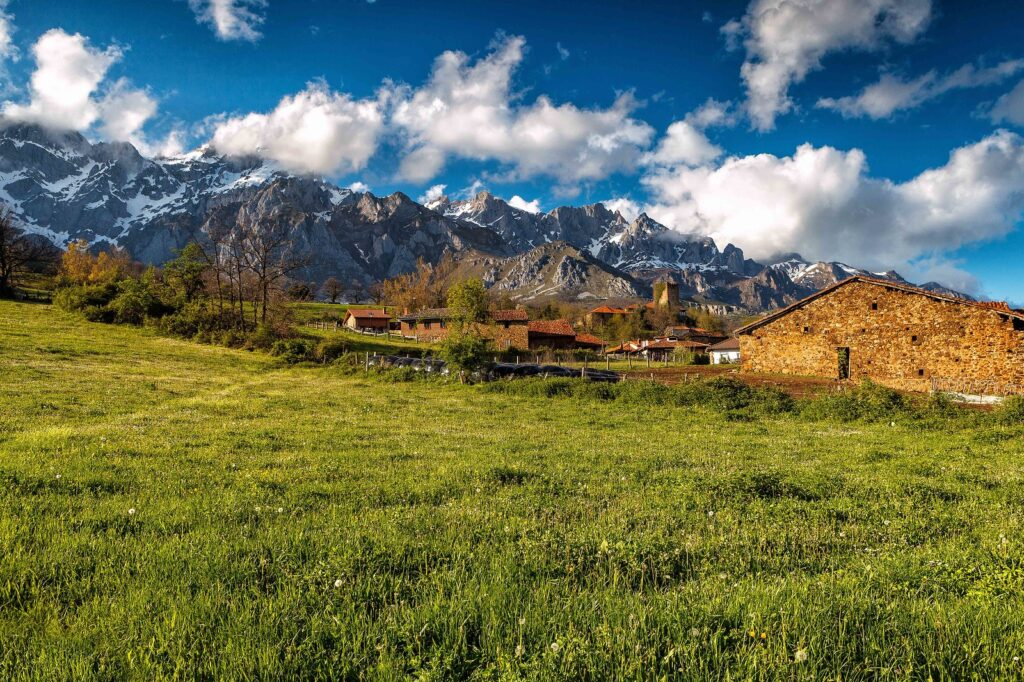 Mountain range with the highest peaks, the most rugged scenery and the most spectacular scenery of the Cantabrian Mountains